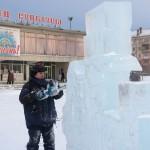 На городской площади появились Снегурочка и Дед Мороз