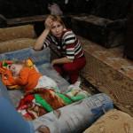 Карпинские чиновники, переселив людей из барака в новый дом, только добавили им проблем