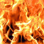 В Карпинске неизвестные подожгли машину предпринимателя