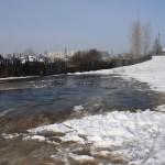 Уже вторую весну жители терпят неудобства из-за текущей канализации