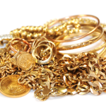 В Волчанске у горожанки украли золото. На 70 тысяч рублей