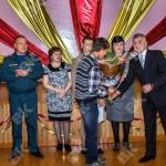 В Краснотурьинске наградили подростка, спасшего двоих людей
