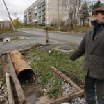 В частные дома, расположенные по улице Куйбышева, стекаются канализационные воды