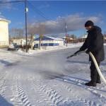 На стадионе «Труд» в Карпинске приступили к заливке льда