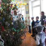 В школах Карпинска новогодние елки установят в помещениях, расположенных не выше второго этажа