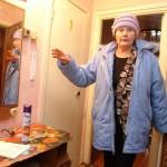 Из-за постоянного запаха нечистот жительница Карпинска вынуждена ложиться спать, одев «респиратор»