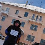 В Волчанске прошел одиночный пикет в защиту школьников и Воронина