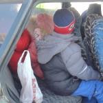 В Карпинске сотрудники ГИБДД дарили водителям конфеты и ремни