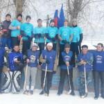 В карпинской школе ученики играли в хоккей с педагогами (ВИДЕО)