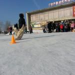 В Карпинске идут народные гулянья. Люди провожают зиму (ВИДЕО)