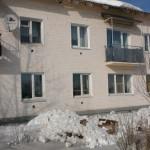 В Карпинске талый снег снес дымовую трубу на жилом доме