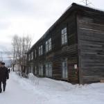 В Карпинске жители аварийного дома отказались от временного жилья, которое им предложил город