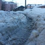 В Карпинске половина дворов не очищена от снега. Жильцы кричат SOS!