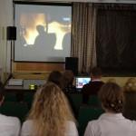 Карпинская школа провела акцию в поддержку мирных жителей Украины (ВИДЕО)