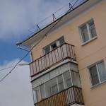 В Карпинске в одном из жилых домов рухнул балконный «козырек»