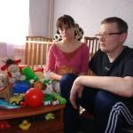 Супруги Семеновы могут потерять свою 2-летнюю дочь. Бабушка хочет лишить их родительских прав