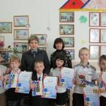 За хорошее знание ПДД ученики карпинской школы №16 получили от ГИБДД подарки