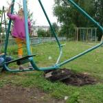 В Карпинске на детских площадках нет аварийных конструкций