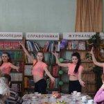 Коллектив детей показывает музыкальный подарок. Фото предоставлено библиотекой им. Попова