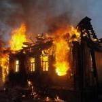 В Карпинске горел жилой дом