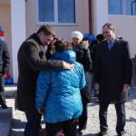 Сергей Бидонько поздравляет новоселов