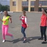 """Девчонки из группы """"Виват"""" зажигают на площади"""