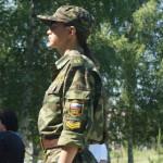 В почетном карауле встали молодые люди и девушки Карпинска