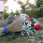 В Карпинске активисты общества инвалидов с ребятами привели двор в порядок