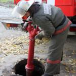 В Карпинске сегодня устанавливают новые пожарные гидранты. Воду отключат в большом районе