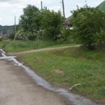 В Карпинске рукотворные фонтаны на улицах – вынужденная временная мера