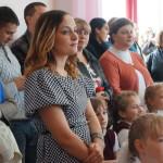 Родители с удивлением смотрят на повзрослевших детей