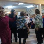 Поначалу многие немного стеснялись танцевать, но  потом разошлись