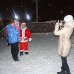 Мало кто мог устоять и не сфотографироваться с Дедом Морозом