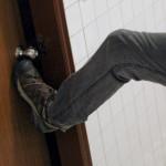 Воры в Карпинске ломали двери не таясь