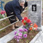 За могилой геройского карпинца ухаживает Комитет солдатских матерей Дегтярска