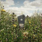 В Карпинске на городском кладбище трава выше могил. Кто виноват?