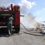 Пожарные моментально раскатали рукав