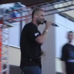 Рэпер из Екатеринбурга исполнил десяток всем знакомых песен