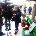 Тележурналистам рассказывают, зачем газовики должны владеть, по сути, медицинскими навыками - всякое бывает, порой сотрудники газовой службы наравне со спасателями оказывают помощь людям