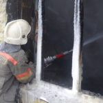 Карпинец едва не задохнулся в дыму пожара. Спасатели «зашли» через балкон
