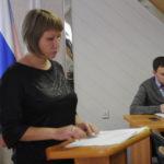 сотрудники администрации докладывали о предлагаемых изменениях в документы и отвечали на вопросы депутатов