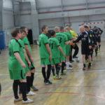 Соперники приветствуют друг друга перед началом матча