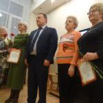 Патриотизм для каждого: в карпинском музее слушали песни о Родине, дарили медали и чтили память героев России