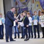 Глава города Андрей Клопов лично наградил каждого ученика
