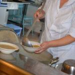 Санитарные врачи проанализировали охват горячим питанием в школах Карпинска