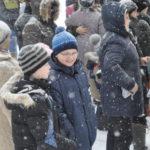 Обильный снегопад не помешал детишкам радоваться празднику