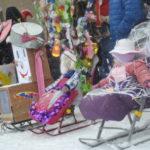 В параде сказочных саней участвовали около десятка семей