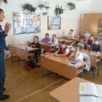 В карпинской школе начальник спасательной части предупредил ребят об опасности весеннего льда