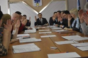 Заседание Думы началось в администрации, а продолжилось в ГДК