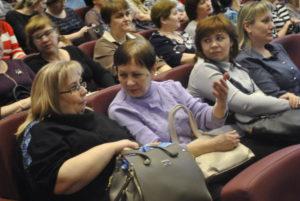 В зале собрались руковдители бюджетных учреждений, горожане, кто хотел послушать отчет главы.
